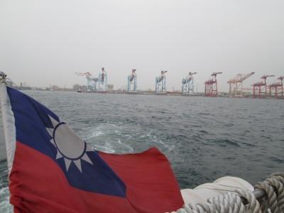 台湾一周!高雄アジア最大級の港でクルージング